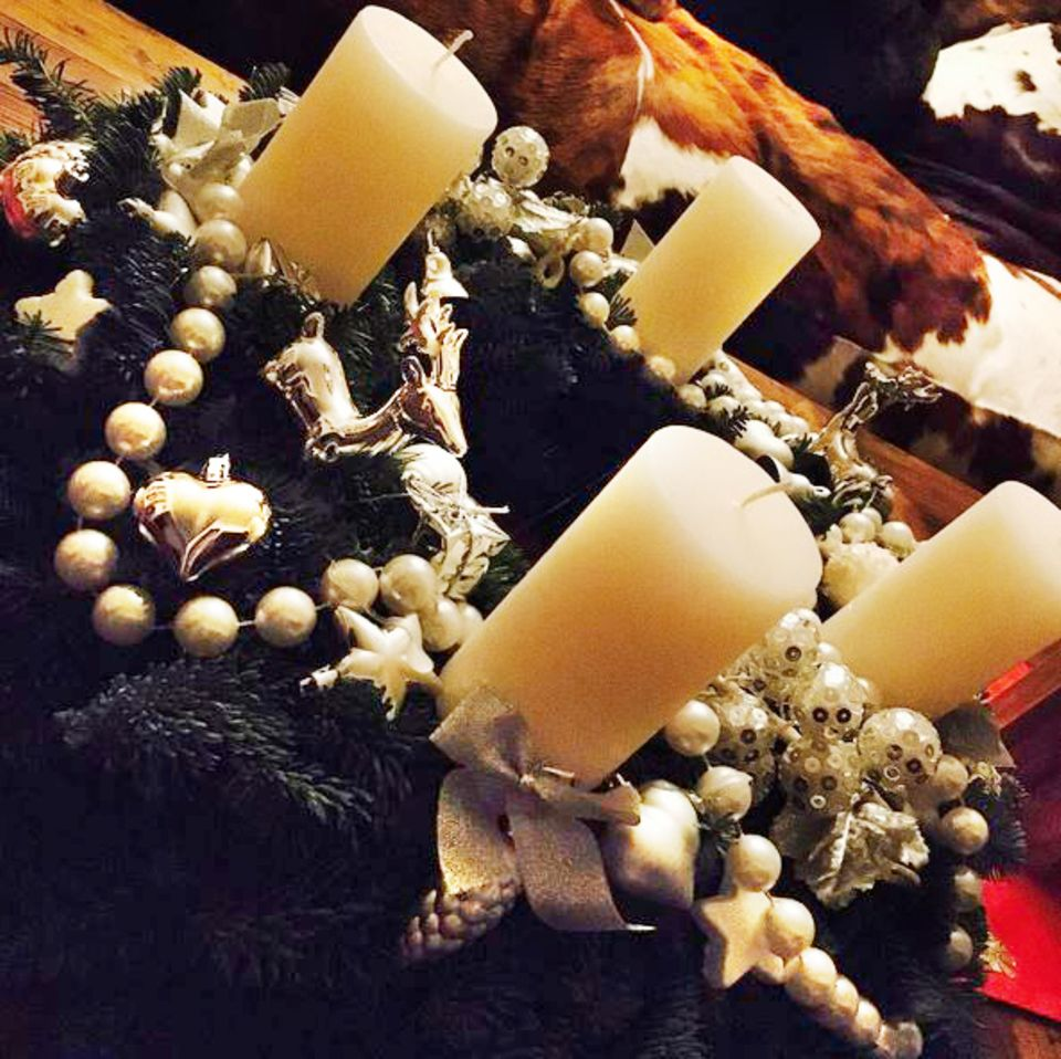 Claudia Effenberg dekoriert ihr Zuhause und freut sich nun auf das Weihnachtsfest.