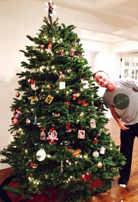 Auch bei Sarah Michelle Prinze und ihrem Mann Freddie Prinze kommt immer mehr Weihnachtsstimmung auf.
