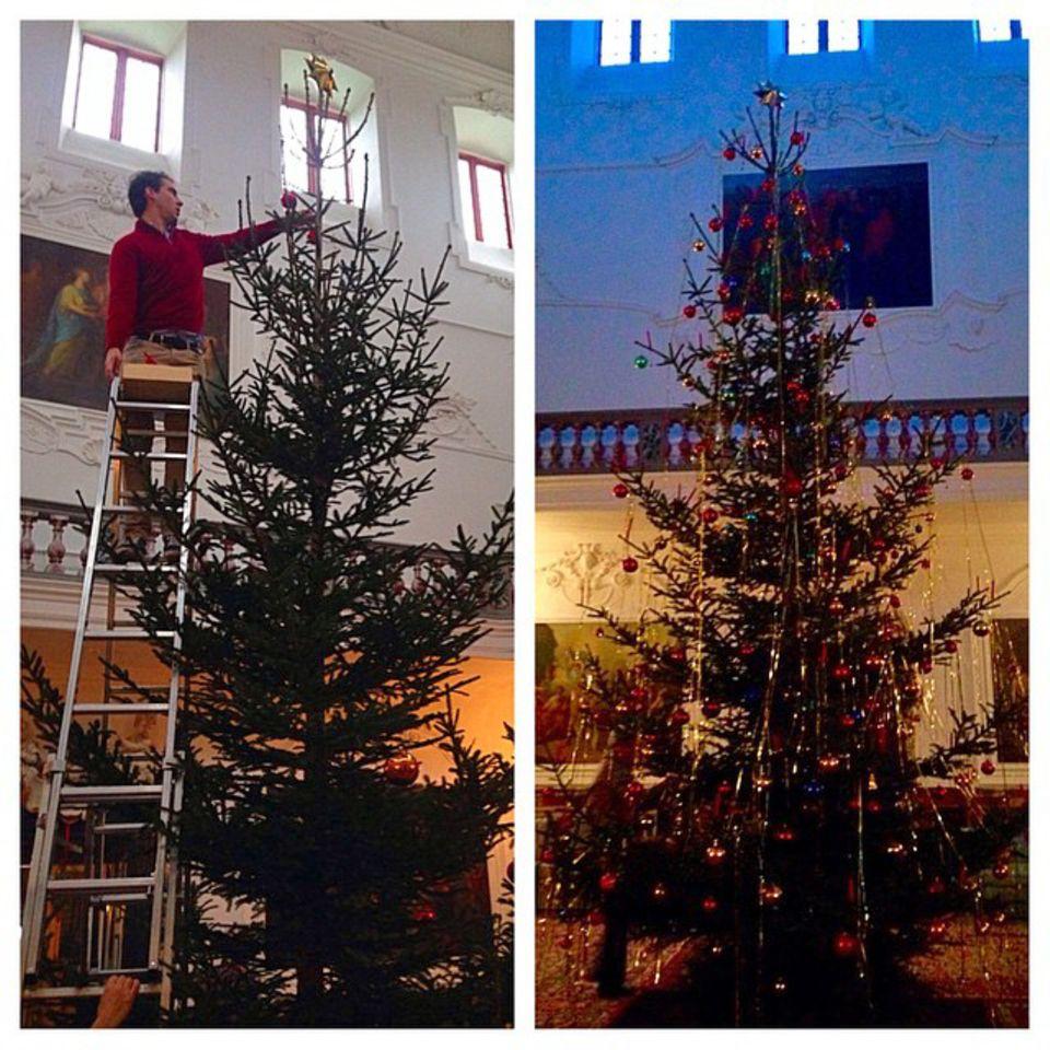 Prinzessin Theodora von Griechenland, Tochter von Ex-König Konstantin, teilt auf Instagram ein Foto des Weihnachtsbaumes in Schloss Fredensborg, wo sie mit ihrer Familie bei den dänischen Verwandten Weihnachten feiert. Und wie man sieht, ist Baumschmücken bei Königs noch Handarbeit.