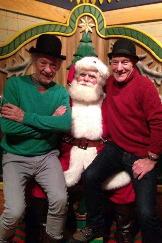 Ian McKellan und Patrick Stewart besuchen gemeinsam den Weihnachtsmann in New York.