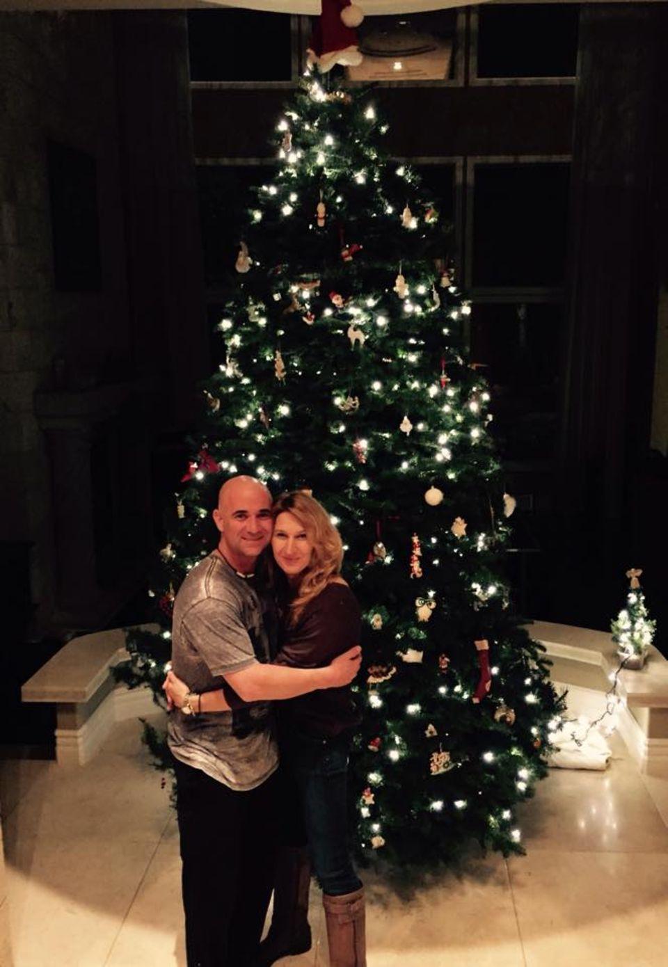 Stefanie Graf und ihr Mann Andre Agassi hatten noch nie so einen großen Weihnachtsbaum in ihrer Wohnung.