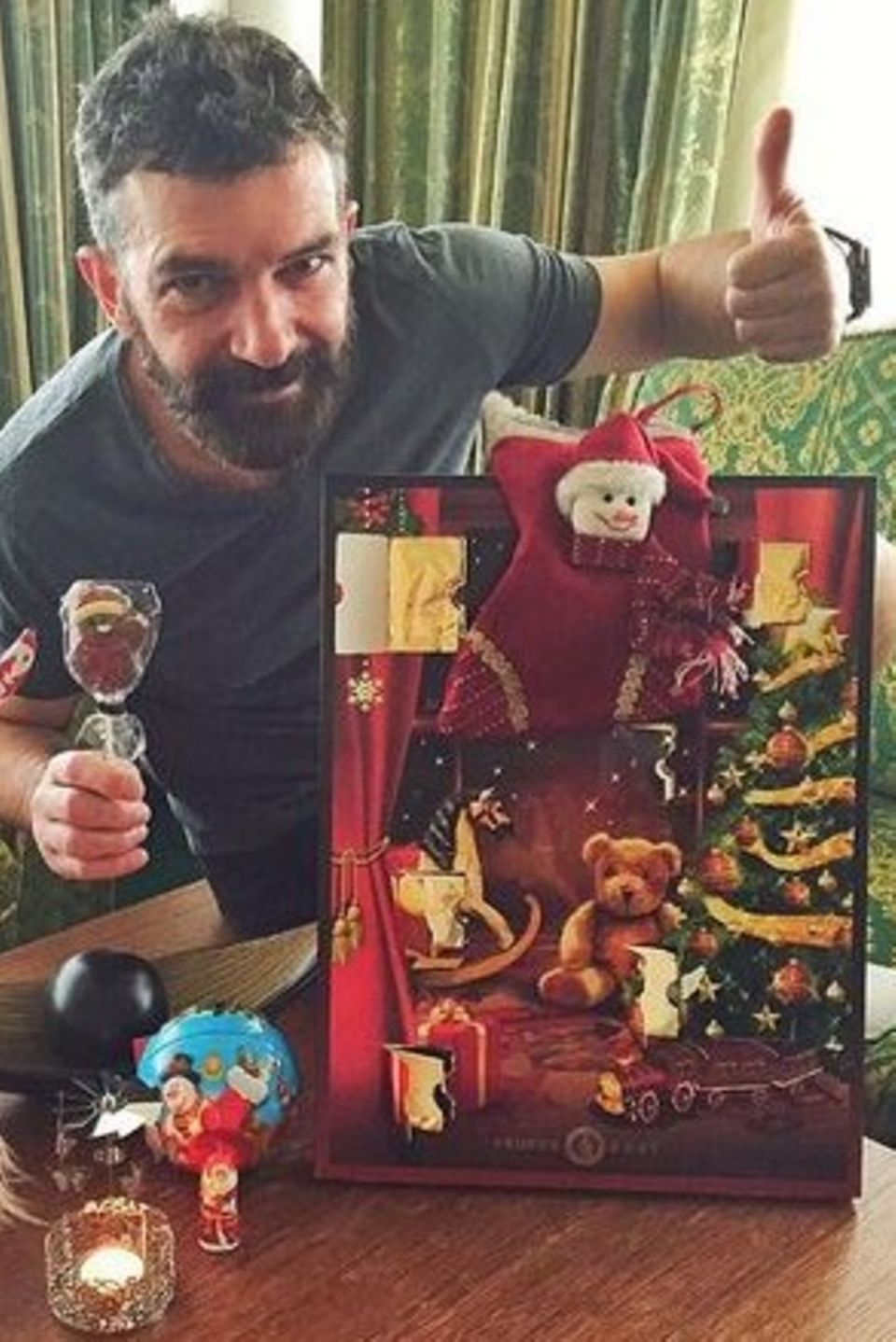 Mit einer neuen Frau halten auch neue Traditionen Einzug in Antonio Banderas Leben: Seit diesem Jahr feiert er auch den Nikolaustag, wie es in Nicole Kimpels Heimat, den Niederlanden, üblich ist.