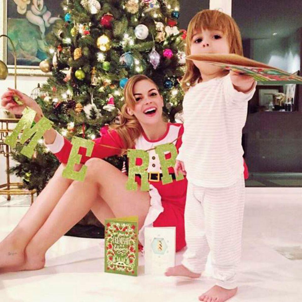 """Jaime King bedankt sich mit diesem Bild bei ihrem Mann, Kyle Newman, der ihr diese Woche täglich eine """"Hallmark""""-Karte schickte. Jaime ist ganz gerührt, da sie sie als Kind schon gesammelt hat. Bei soviel Emotion kann Weihnachten kommen."""