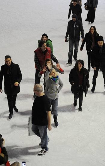 17. Dezember 2011: Stars wie Michael Bublé, Bill Hader, Amy Poehler, Jude Law, Kristen Wiig, Vanessa Bayer und Nasim Pedrad steh