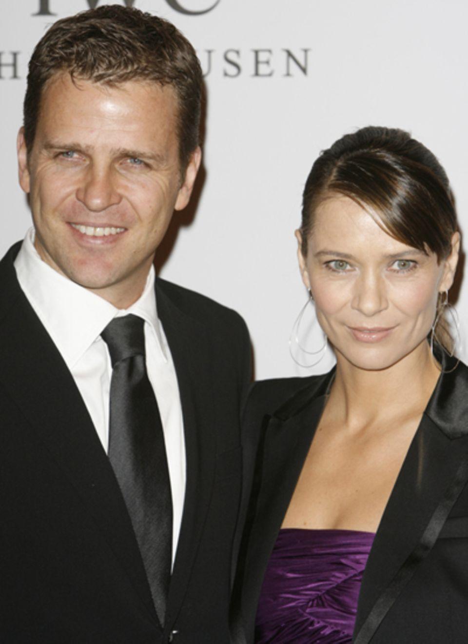 Oliver Bierhoff kommt mit seiner Frau Klara.