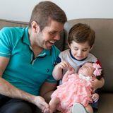 Perez Hilton  Die Geburt seines zweiten Kindes nutzt Perez Hilton um ein Statement für eine legale Leihmutterschaft von homosexuellen Partnern in allen US-Bundesstaaten zu setzen. Erst im vierten Anlauf wurde die Leihmutter endlich schwanger: Mia Alma wurde am 9. Mai geboren. Bruder Mario, der ebenfalls von einer Leihmutter ausgetragen wurde, freut sich riesig über die kleine Schwester.