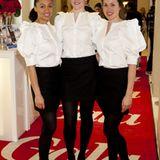Die charmanten Hostessen empfingen die Gäste natürlich in Michalsky-Outfits.