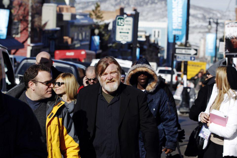 Die Straßen von Park City sind voll mit Schauspielerin und anderen Filmleuten. Hier erwischten die Paparazzi Brendan Gleeson und