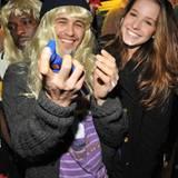 """Wer das ist?! Ein zu Späßen aufgelegter James Franco bei der Aftershow-Party von """"Three's Company - The Drama"""" nebst Hannah Forb"""