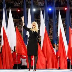 6. Februar 2011: Christina Aguilera singt die amerikanische Nationalhymne, bevor das Super-Bowl-Spiel zwischen den Pittsburgh St
