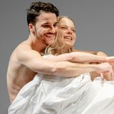 """Kostja Ullmann und Henrike von Kuick sind bei der Fotoprobe von """"The Effect"""" zu sehen. Das Theaterstück feiert am 6. März 2014 am Ernst Deutsch Theater in Hamburg Uraufführung."""