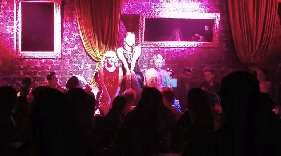 """Rumer Willis steht als """"Fran"""" in Los Angeles für """"For The Record: BAZ"""" auf der Bühne."""