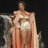 Désirée Nick steht am Ernst Deutsch Theaters in Hamburg als die große Joan Crawford auf der Bühne.