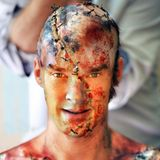 In einer schmerzvollen Prozedur verwandelt sich Schauspieler Benedict Cumberbatch für ein Bühnenstück in Frankensteins Monster.