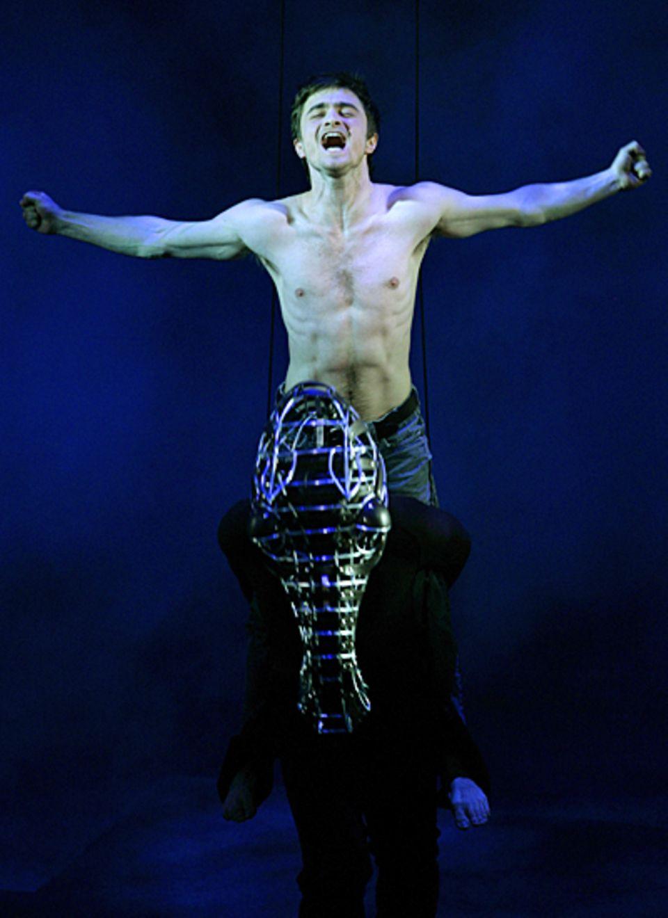 """Der nackte Potter: Daniel Radcliffe erregte Anfang 2007 mit seiner freizügigen Hauptrolle in """"Equus"""" die Gemüter."""