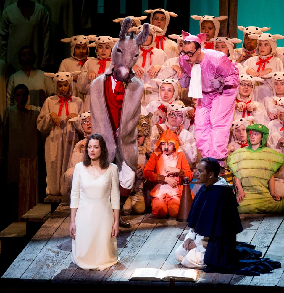 "Marion Cotillard spielt die Hauptrolle im Theaterstück ""Joan of Arc At the Stake"" in der Avery Fisher Hall in New York City."