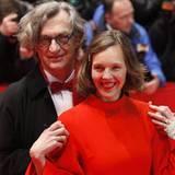 Wim Wenders posiert mit seiner Frau Donata.