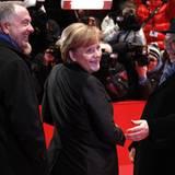 Bernd Neumann und Dieter Kosslick nehmen Bundeskanzlerin Angela Merkel in ihre Mitte.