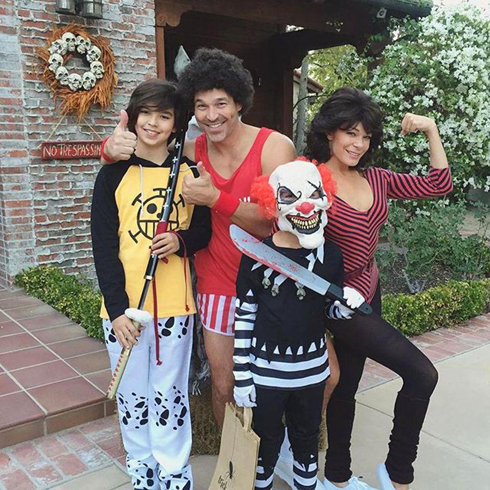 LeAnn Rimes und ihr Ehemann Eddie Cibrian haben sich zu Halloween von den Fitness-Legenden Jane Fonda und Richard Simmons inspirieren lassen. Cibrians Kinder haben andere Vorstellungen von einem Familienkostüm.