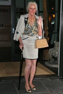 So könnte Topmodel Heidi Klum im hohen Alter aussehen: Auf ihrer diesjährigen Halloween-Party in New York zeigte sie sich mit grauen Haaren, Falten im Gesicht und Gehstock im Oma-Look.
