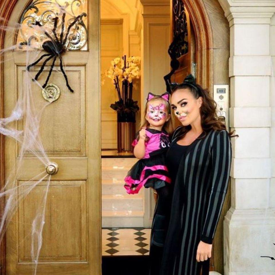 Tamara Ecclestone und ihr kleines Kätzchen gewähren uns Einblick in ihr passend dekoriertes Heim.