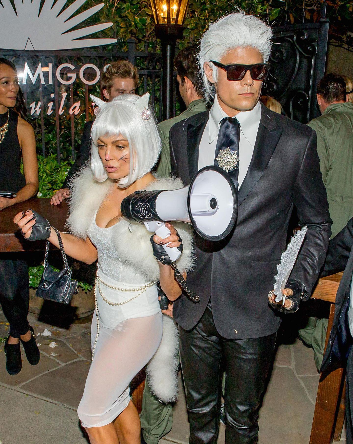 Josh Duhamel und Fergie als Karl Lagerfeld mit seiner Katze Choupette