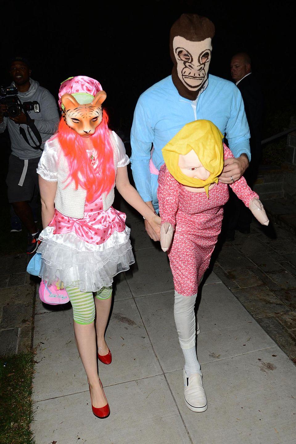Unter diesen Kostümen verstecken sich Isla Fisher und Sacha Baron Cohen.