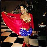 Bevor sie dieses Bild ihres Wonder-Woman-Kostüms mit ihren Fans teilte, musste Kardashian-Mutter Kris Jenner ein wenig nachbearb