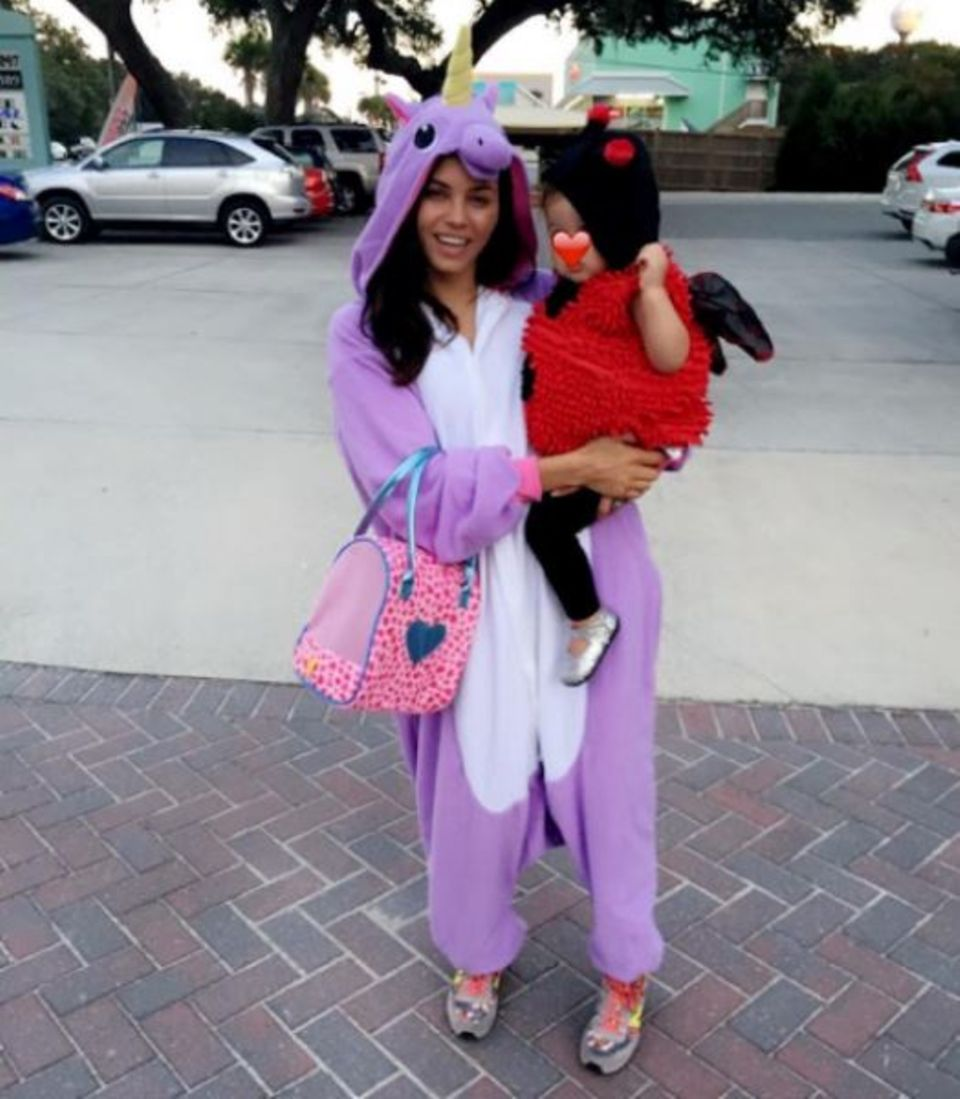 Throwback Thursday: Jenna Dewan postet passend zum nahenden Halloween ein altes Foto von ihr als lila Einhorn und der süßen Everly als Marienkäfer.