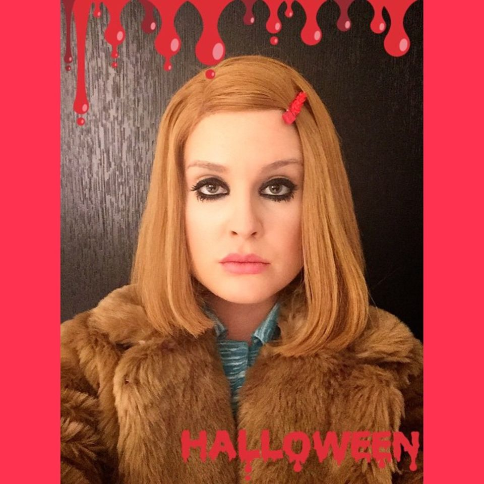 Kelly Osbourne ist als Margot Tennebaum kostümiert.
