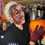 Für das Berliner Dungeon verwandelt sich Natascha Ochsenknecht in einen Zombie.