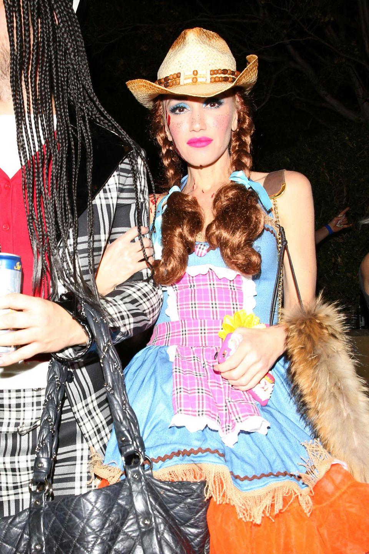 """Gwen Stefani verkleidet sich ganz unschuldig als Cowgirl """"Jesse"""" aus dem Film """"Toy Story""""."""