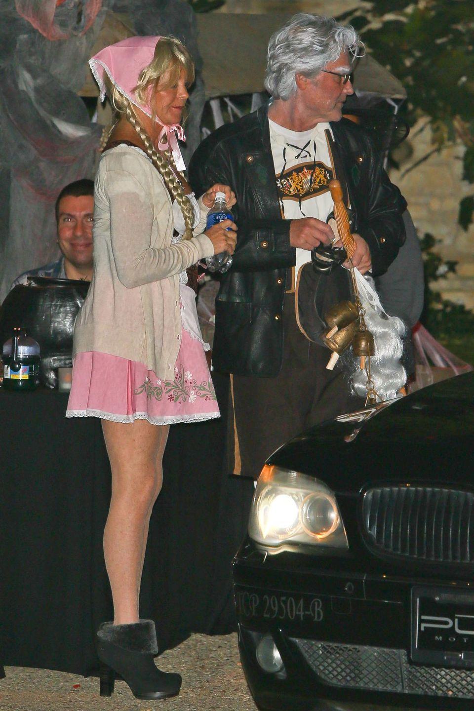 Goldie Hawn und Kurt Russell kommen in bayrischen Trachten zu Kate Hudsons Halloweenparty.