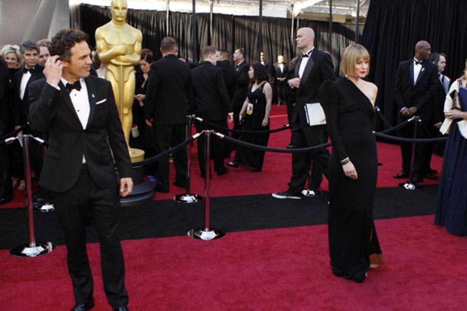 Mark Ruffalo wirft seiner Frau Sunrise Coigney bewundernde Blicke zu.