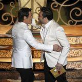 Josh Brolin und Javier Bardem wagen bei der Präsentation für das Beste Drehbuch gleich noch ein Tänzchen.