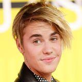 August 2015:   Aber Hallo! Den blond-wuscheligen 80er-Jahre-Popper-Look, den Justin Bieber bei den Video Music Awards präsentierte, kannten wir von dem Teenie-Schwarm bisher noch gar nicht.