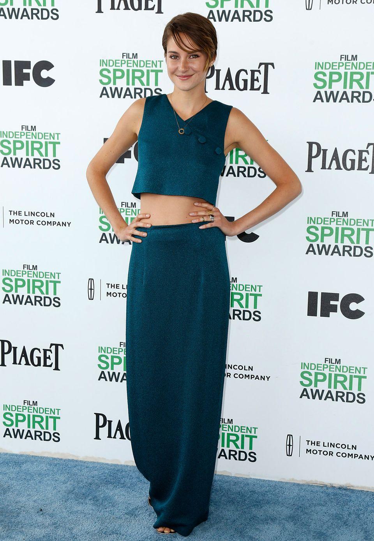 Im petrolfarbenen, bauchfreien Dress von Lyn Devon besucht Shooting-Star Shailene Woodley die Independent Spirit Awards in Santa Monica.