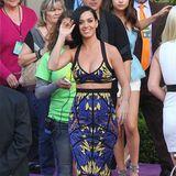 Auch dieses Jahr trägt Katy Perry bei den Kids' Choice Awards bauchfrei, diesmal in einem Ensemble von Hervé Léger By Max Azria. Passt zu ihr, oder?!