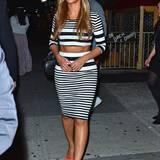 Zur Geburtstagsparty von Kanye West trug Beyoncé Knowles ein cooles Topshop-Outfit in Schwarz-weiß, das den Blick auf ihren durchtrainierten Bauch freigibt.