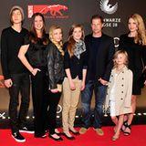 New Faces Award: Til Schweigers große Rasselbande: Valentin, Noch-Ehefrau Dana, Luna, Lilly, Emma und und Freundin Svenja Holtma