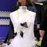 Immer noch wird gerätselt wie Kates Hochzeitskleid aussehen wird. Weiß steht ihr auf jeden Fall gut zu Gesicht.