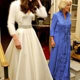 Zur abendlichen Hochzeitssause trägt Catherine ihr zweites Kleid an diesem Tag - ebenfalls ein Entwurf von Sarah Burton für '