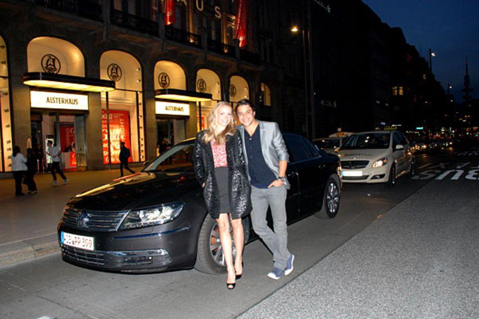 Auch Janin Reinhardt und Kostja Ullmann lassen sich nach einer gelungenen GALA Shopping Night vom VW-Shuttle nach Hause bringen.