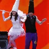 Zwergenalarm bei den Moldaviern: Die Band Zdob si Zdub'  hüpfte mit spitzen Hüten über die Bühne.