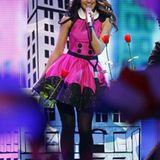 Katy Perry in ganz brav: Getter Jaani aus Estland im pinken Petticoat.