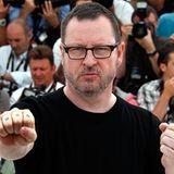 """Filmfestival Cannes: Lars von Trier zeigt seine auffällige """"Fuck""""-Tätowierung."""