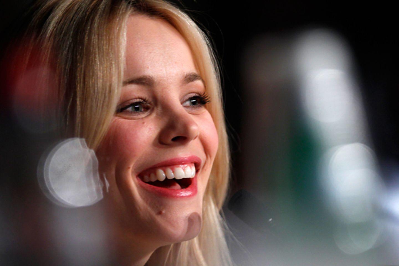 """Filmfestival Cannes: Rachel McAdams gibt freudig Auskunft über den Film """"Midnight In Paris"""", der das diesjährige Festival eröffn"""
