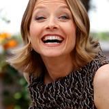 """Filmfestival Cannes: Jodie Foster zeigt sich gut gelaunt beim Fototermin zu dem Film """"Der Biber"""" (""""The Beaver"""")."""