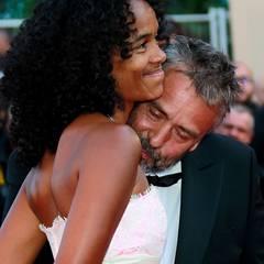 Filmfestival Cannes: Regisseur Luc Besson ist etwas abgelenkt von dem Anblick seiner Frau Virginie Silla.