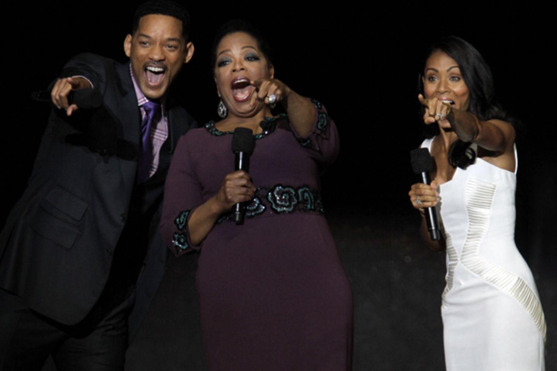 Will Smith, Oprah Winfrey und Jada Pinkett-Smith gucken überrascht ins Publikum ...